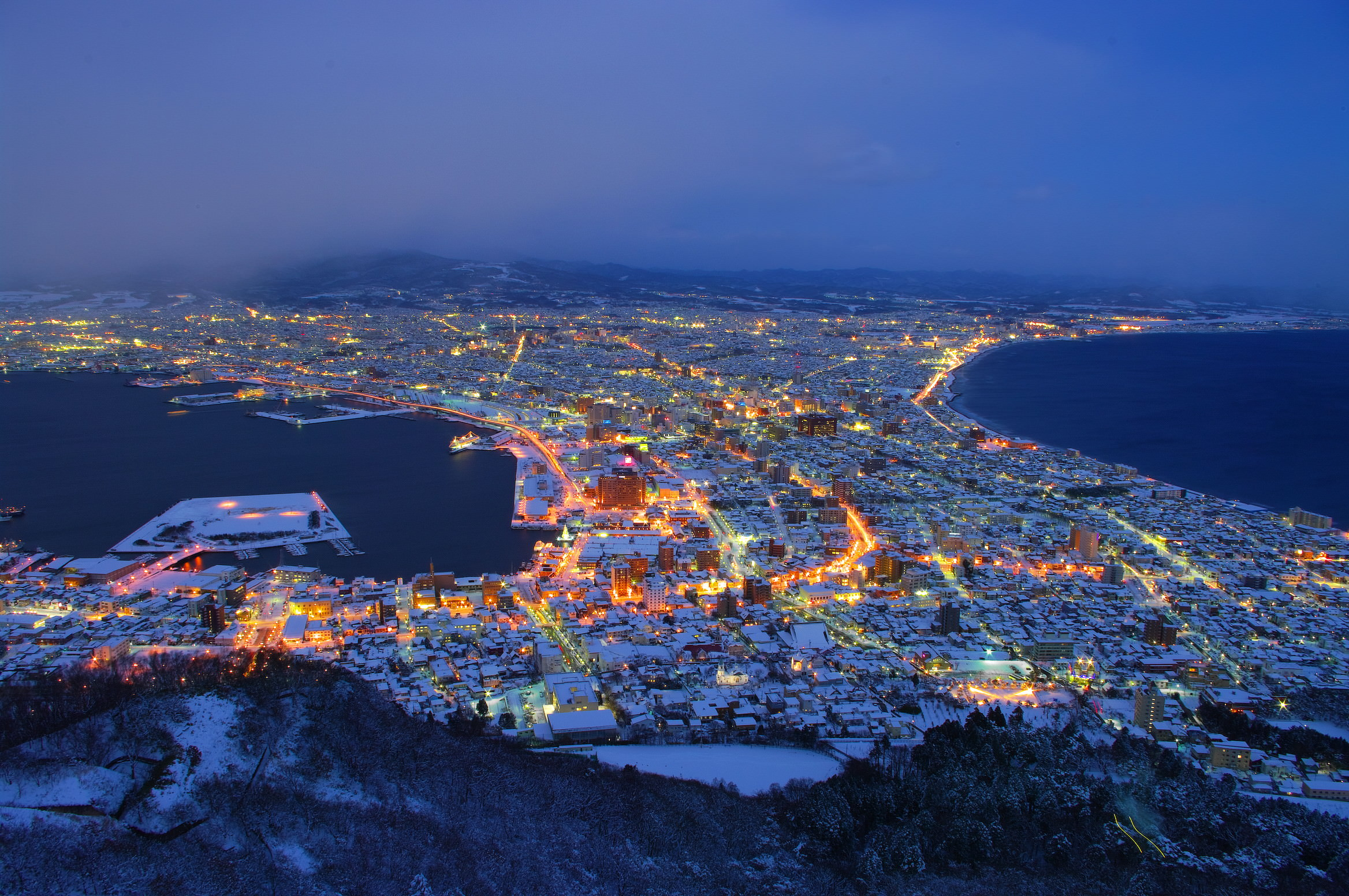 The_night_view_from_Mt_Hakodate-3-1MB