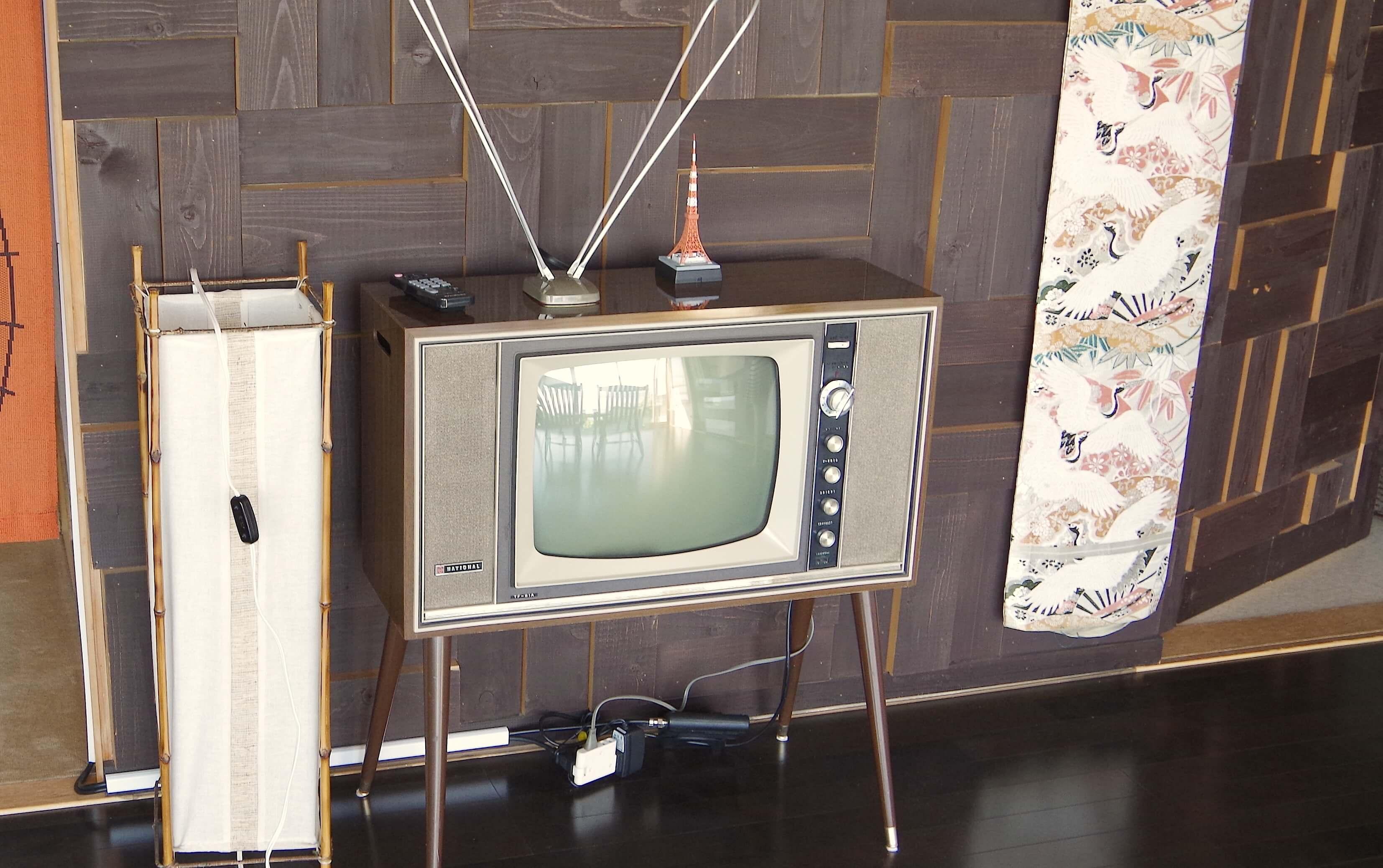 THE昭和なテレビも!これ、実はちゃんと映るんですよ。