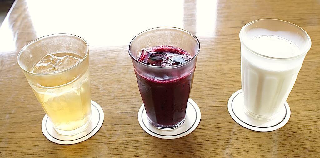 飲み物も充実。100%のぶどうジュースは白と赤があって、ちょっとワイン気分。牛乳も濃厚でとってもおいしい!